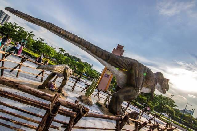 佛山中海环宇城大型恐龙迁徙美陈
