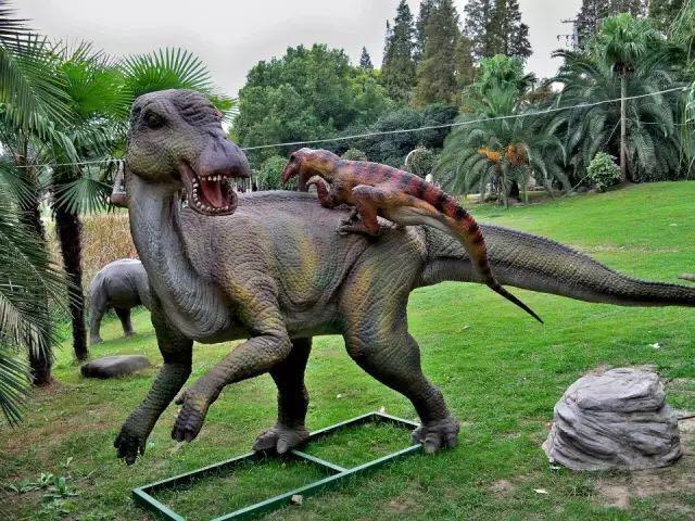 南京夫子庙招商花园里恐龙美陈