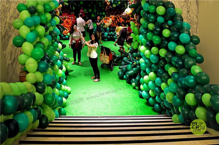 新颖别致的造型,以及气球本身具有的亲和力,在各种大小庆典活动中脱颖图片