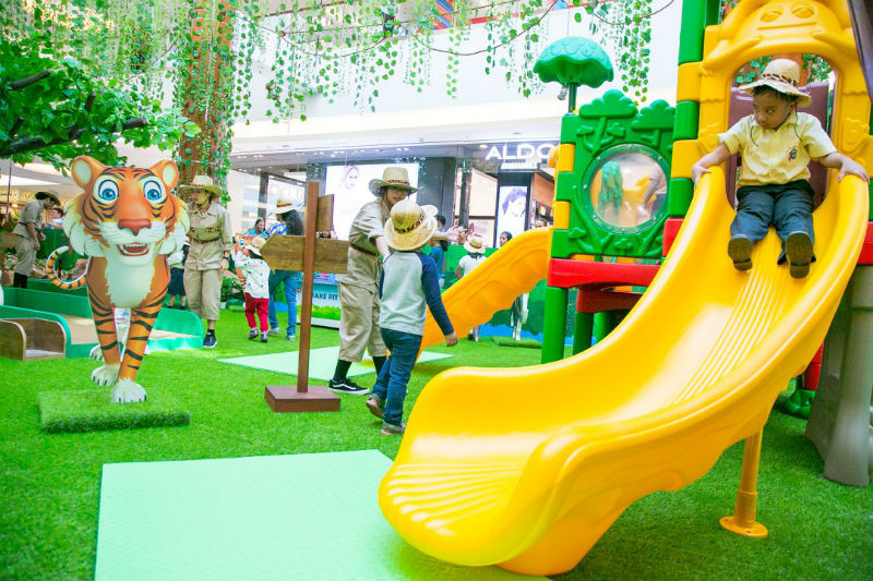迪拜burjuman购物中心森林主题美陈展